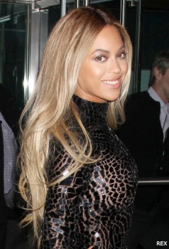 Beyonce-Long-Hair-Weave-Platinum-Blonde-2013