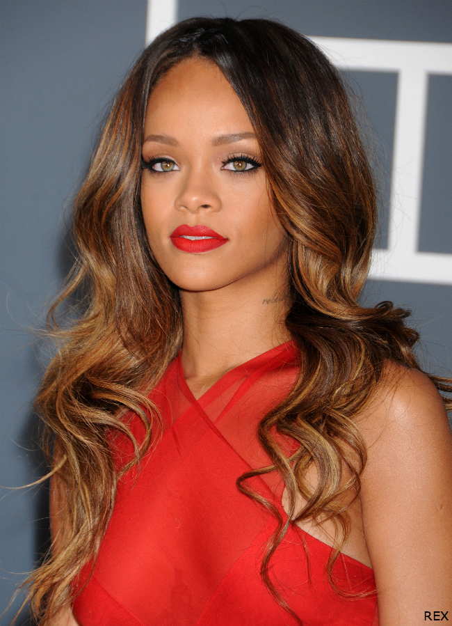 Rihanna-Long-Weave-Ombre-Hair-Grammy-Awards-2012-Supercuts